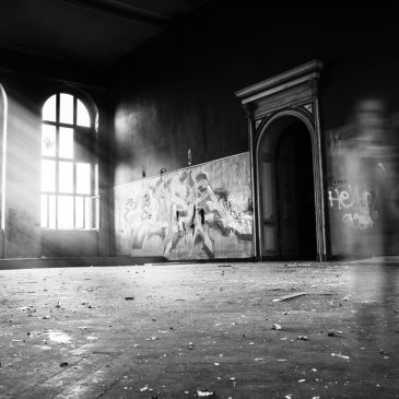 14 Signs Your House Is Haunted